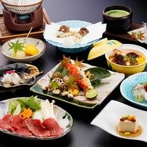 <夕食一例>お部屋でいただく豪華な会席コース。地元食材や旬の食材をお愉しみ下さい。