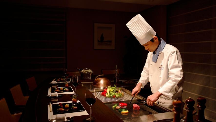 *シェフが目の前で調理した熱々のお料理を召し上がりください。