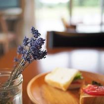 ある日の朝食 with ラベンダー