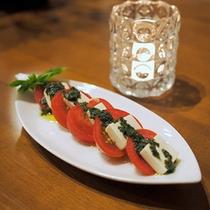 夕食の一例 ある日の晩御飯でのカプレーゼ
