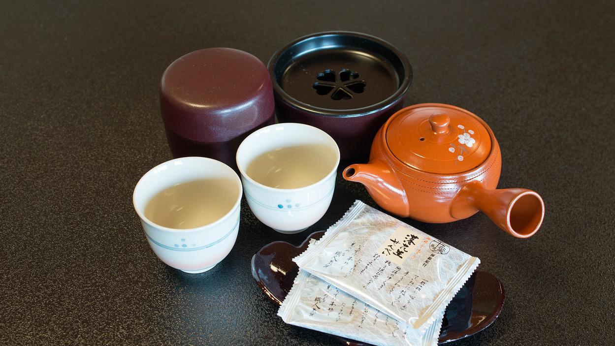 *和室のお茶セット/ホッと和ます、安らぎに満ちたお時間をお過ごし下さい