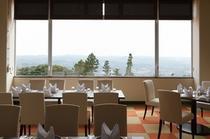 レストラン TENKU 房総連山を見下ろせます。