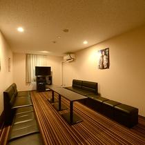 *カラオケルーム/1時間2000円でご利用いただけます