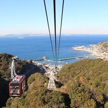 *鋸山ロープウェー/山頂までは41人乗りの大型鋸山ロープウェーで行くことができます
