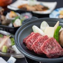 *和食会席(一例)/国産牛の陶板焼き