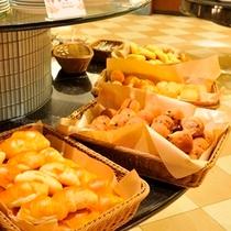 【朝食】焼き立てパン