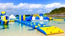 ◇夏季限定かりゆしビーチのアスレチック【ウォーターランド】