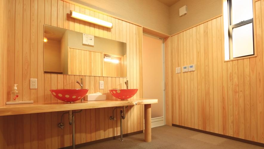 五右衛門風呂専用の洗面・脱衣所です