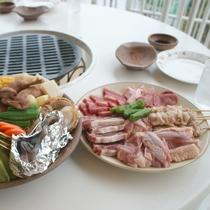 【バーベキュー一例】炭火焼きコンロを備えたテーブル