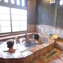 客室は広めのお風呂です