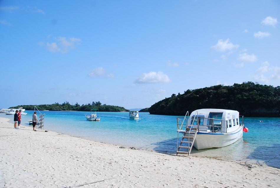 石垣島の川平湾のグラスボート乗り場