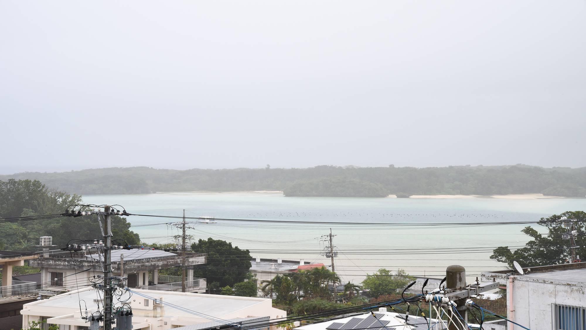 *景観(本館3F・フォース)/4名様までご宿泊可能なお部屋。川平湾をご覧いただけます。