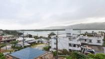 *景観(本館3Fツイン)/エメラルドグリーンに輝く川平の美しい海をご覧頂けます。