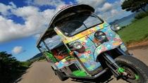 *東南アジアなどでタクシーとして用いられる三輪車【トゥクトゥク】石垣島でも体験できます!