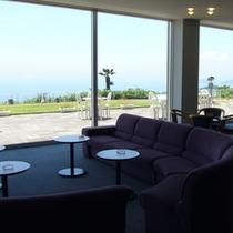 【ロビー】大きな窓からは瀬戸内海が一望できます。