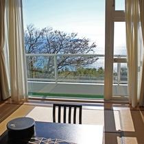 【海側和室からの眺め】瀬戸内海で最も広い、周防灘を一望♪波の音が日頃の疲れを癒します。
