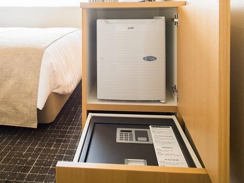 客室冷蔵庫とセ−フティ−ボックスイメ−ジ