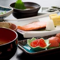 【朝食】生産者から直接買付けるお米をはじめ、優しい味付けの朝食セットメニュー
