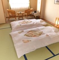【お部屋】12畳の和室が中心です。お布団はあらかじめ敷いてあります