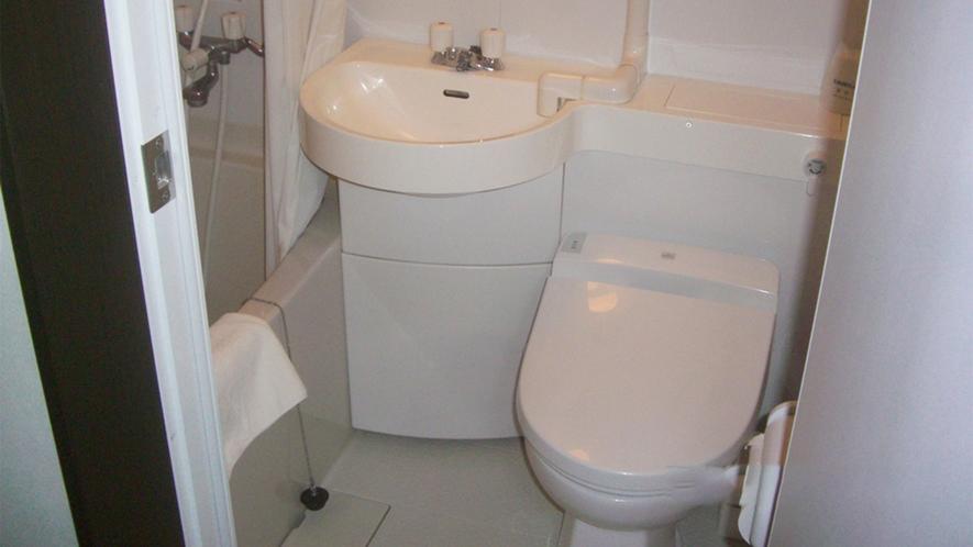 ・<バスルーム>コンパクトに使えるユニットバスタイプです。