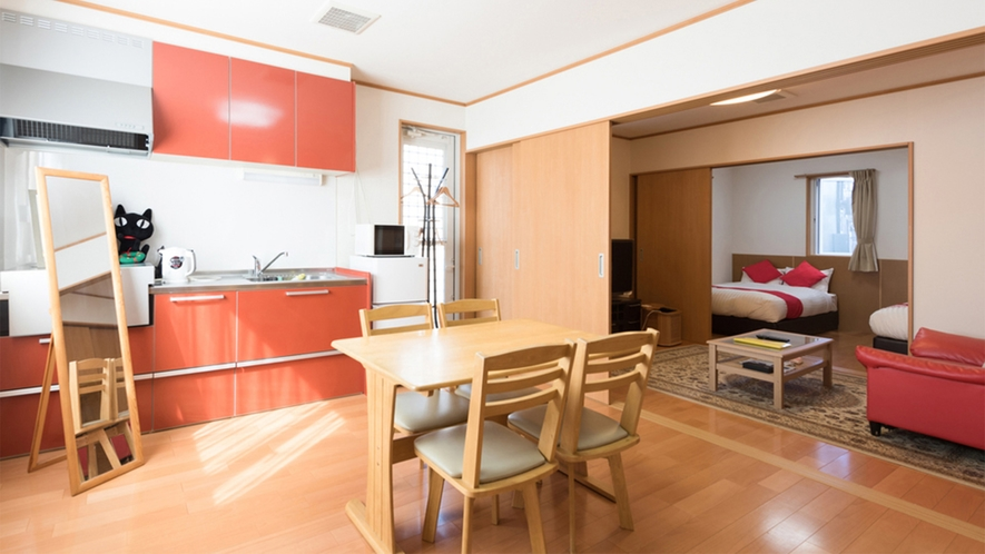 ・<ファミリールーム一例>ご家族で広々使える!キッチン付きのお部屋です