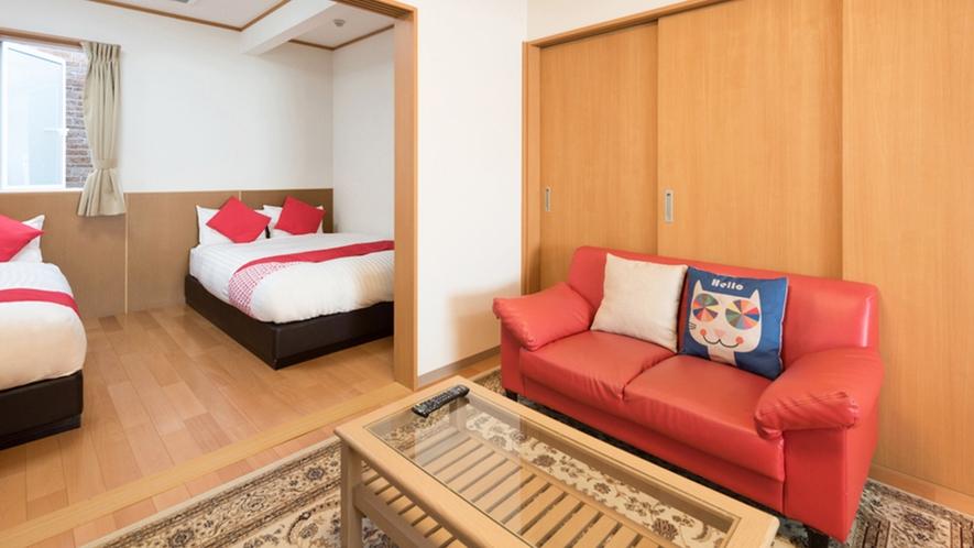 ・<ファミリールーム一例>2間続きのお部屋で開放的にお過ごしいただけます