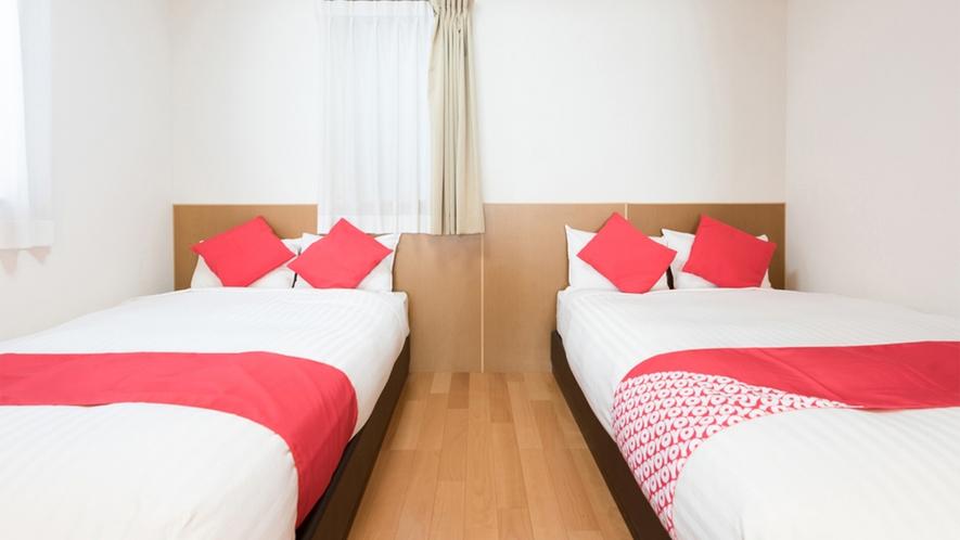 ・<ファミリールーム一例>セミダブルサイズベッド2台と3名以上の場合お布団をご用意いたします!