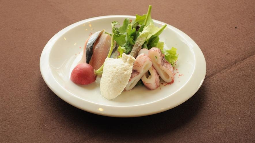 【特選夕食の一例】白糠産チーズを使った前菜