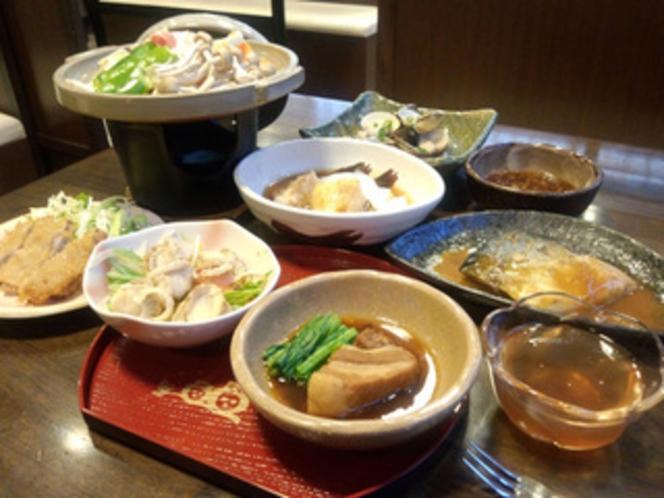 【夕食】宴会夕食メニュー例です。基本夕食は日替わりで5品です。