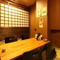 【居酒屋弥太郎】掘りごたつ個室や、木の温かみを感じる和風個室など、様々なシーンに御利用頂けます。