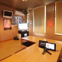 【カラオケBOX ドレミ】テーブルのお部屋と掘りごたつタイプのお部屋がございます。