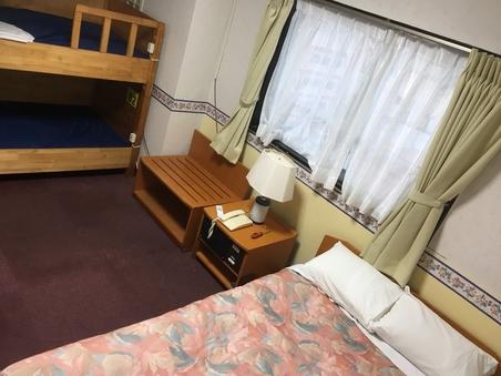 ファミリールーム【2ベッド+2段ベッド】(4名定員)(禁煙)