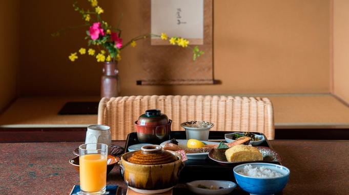 [朝食付]湯めぐり散策・夜は自由派にオススメ【文人達の作品と過ごせる宿】で客室係がおもてなし