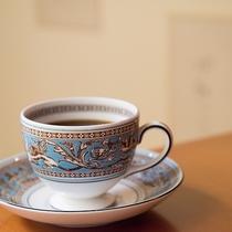 *【コーヒー】1杯500円にてご用意。コーヒーが美味しくなる?芸術的なカップ&ソーサーにてご提供