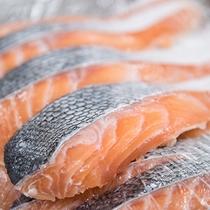 *【ご朝食一例】シンプルながら「美味しい」と評判の朝食メインを務め塩鮭・当館で仕込んでおります