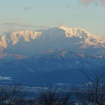 *羽広荘から望む南アルプスの雪景色