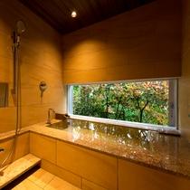 源泉掛け流し 森の見えるお風呂