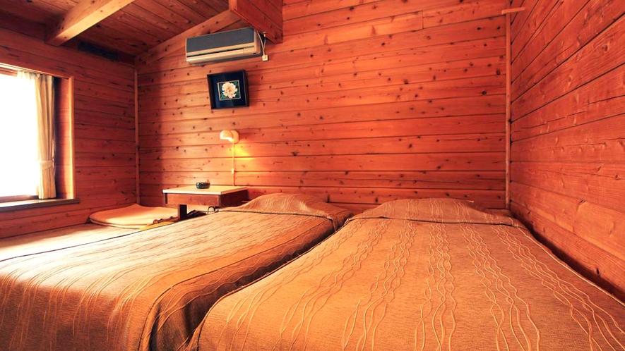 客室は全室ツインにエキストラベッド付。総秋田杉部屋は木の温もりに癒されます