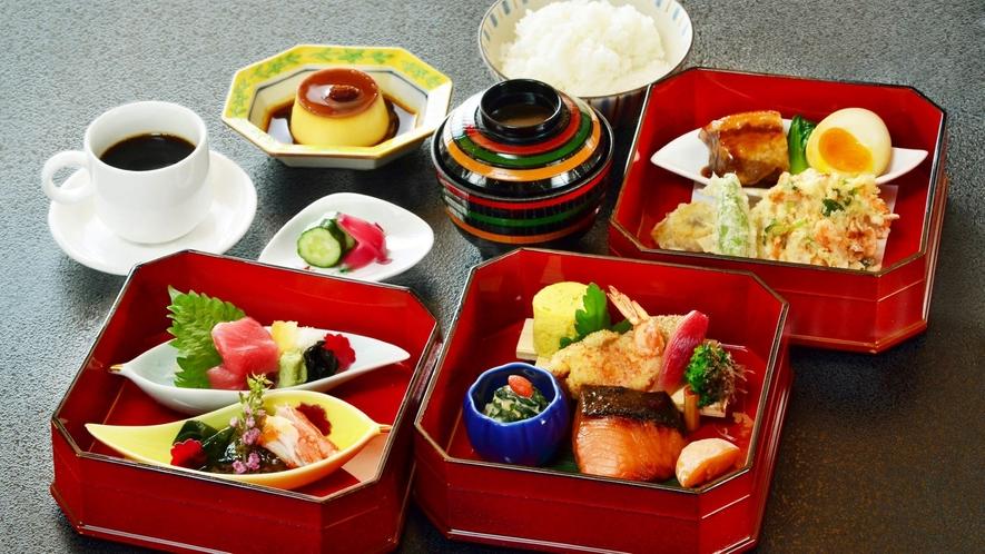 【日本料理 花城】個性あふれるお料理が詰まった宝箱。わくわくする、彩り豊かな三段重。