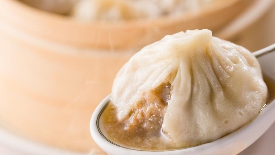 【中国料理 美麗華】名物のスープがたっぷり入った小龍包