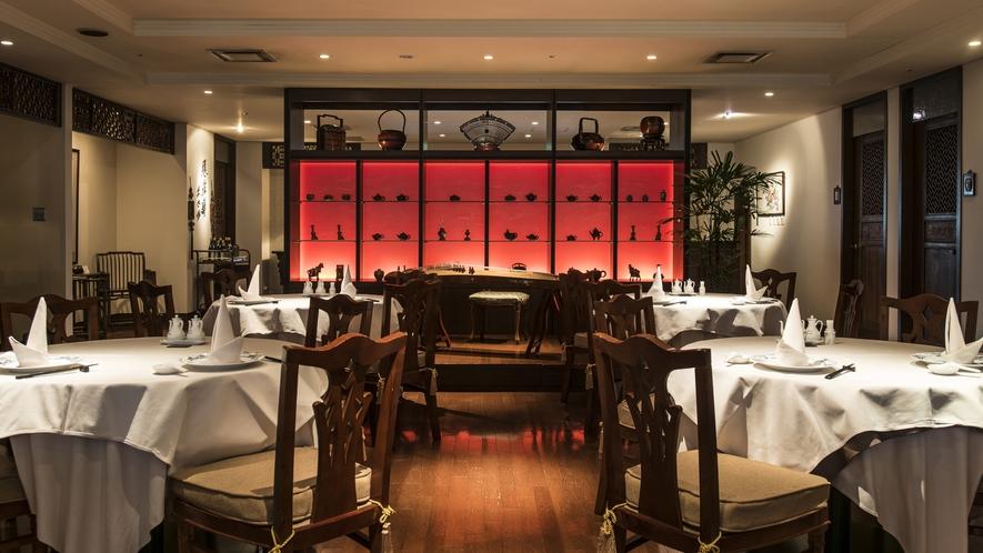 中国の調度品や格子が趣を添える「中国料理 美麗華」ホール席