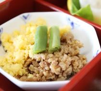 *【お子様朝食】色がきれいな「肉そぼろ+卵そぼろ」