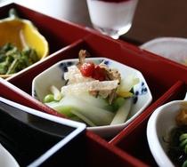 *【はぎ苑朝食】旬の食材を朝食