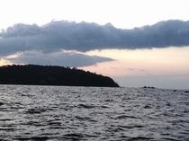 吉浜海岸沖からみた真鶴半島