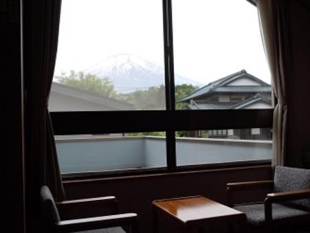 お部屋から富士山の四季折々の顔が見える 和室8畳【全室禁煙】