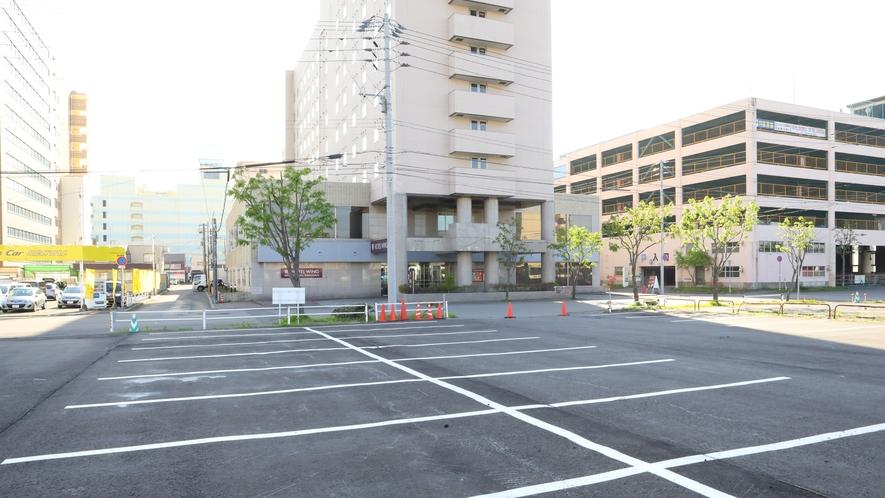 正面平地の駐車場(大型車優先)