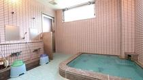 浴室は大と小の2ヵ所。貸切利用もご相談いただれば対応可能です
