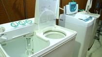 学生や連泊の方向けに洗濯機も無料で貸し出し