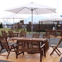 *【あおぞらカフェ】テラスで風に吹かれながらお食事も気持ちいいひと時。