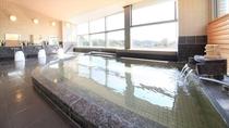 【大浴場】最上階にある展望温泉大浴場からは遠く見晴らしの良い景色が楽しめます。